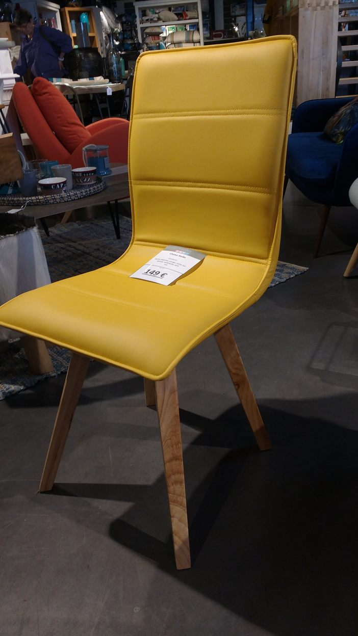 Chaise design jaune la galerie alr enne for Chaise jaune design